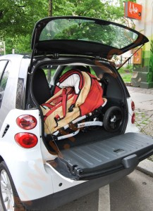 Naturkind Kinderwagen im Smart fortwo Coupé